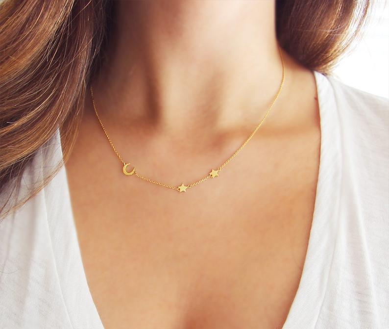 https://cozyclothesblog.com/how-to-give-and-ask-for-something-everyone-will-love!-a-gift-guide/?   Amanda Deer Jewelry
